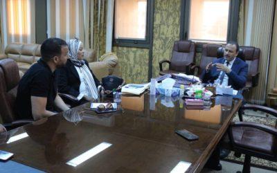 رئيس الجامعة يعد بدعم الصحيفة الورقية