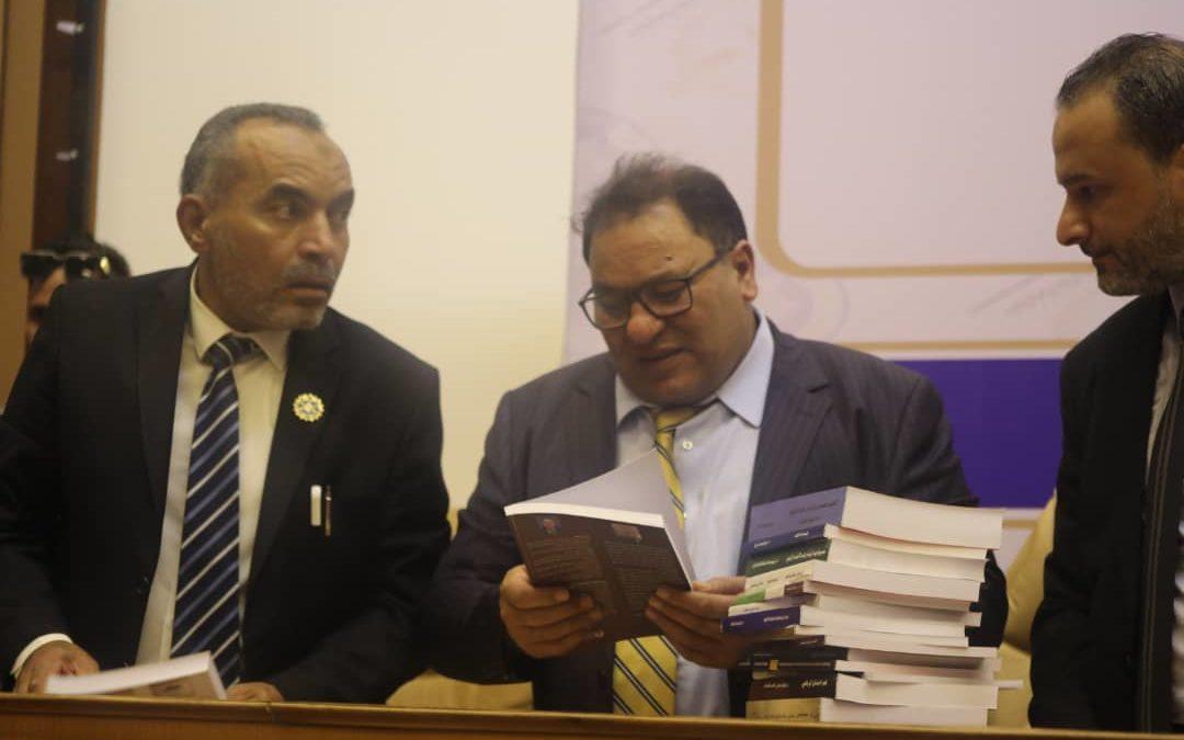 وزير التعليم العالي رفقة رئيس جامعة بنغازي يوقعان عقود التأليف
